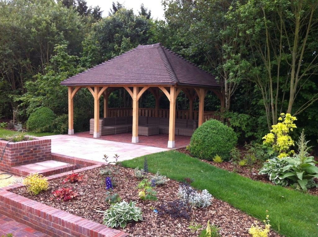 Oak Frame Garden Enclosure