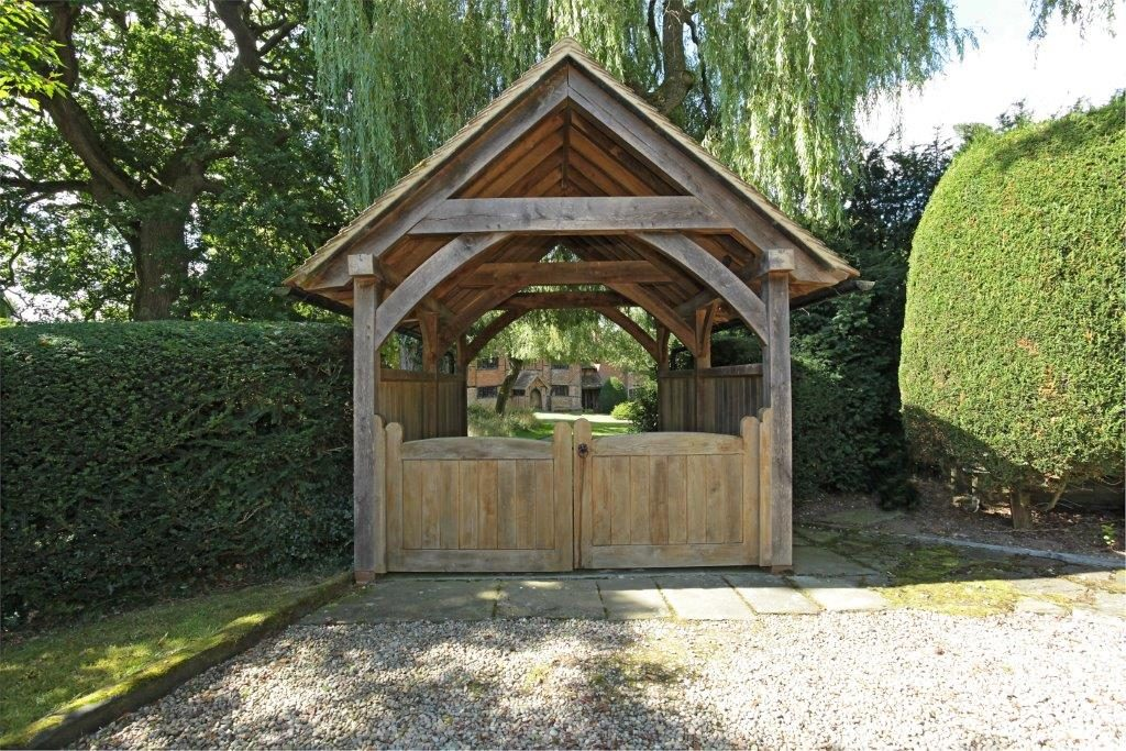 Oak Frame Gate Building