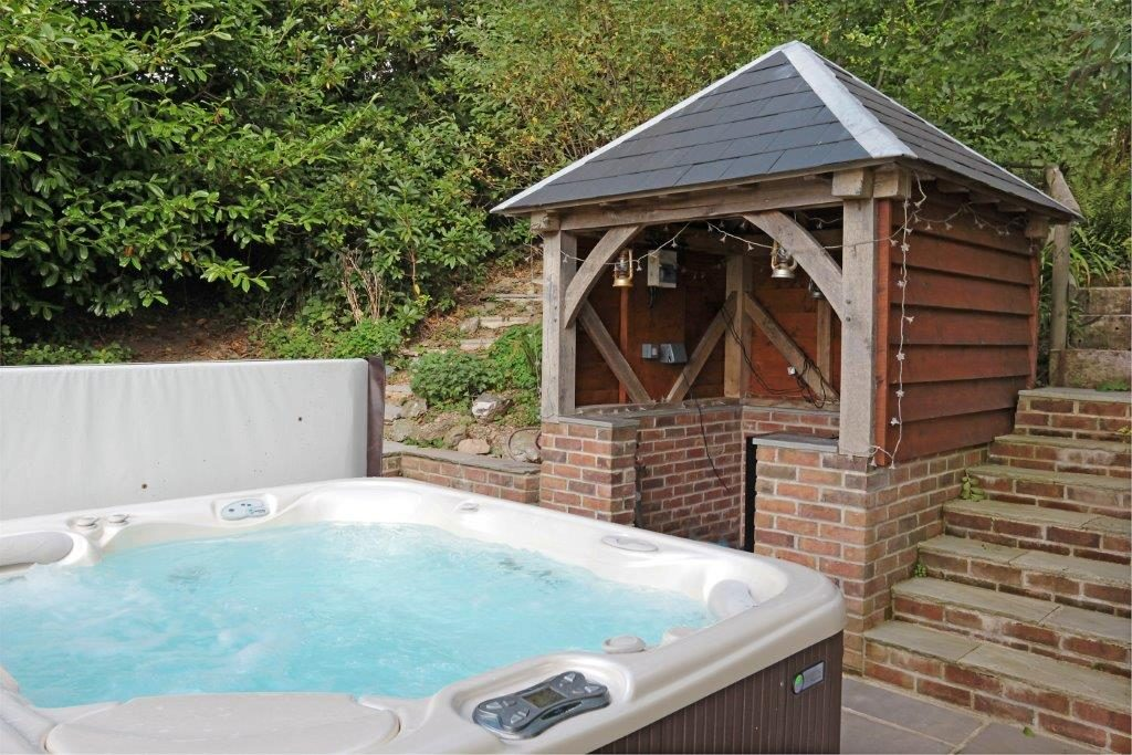 Garden Enclosure for Hot Tub Area